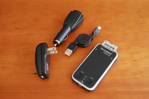 中身は、本体、AC、巻取型USBケーブル、シガーソケット用USB