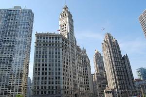時計がついてるのがWrigley Building、右のがTribune Tower