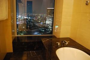 バスルームからの夜景