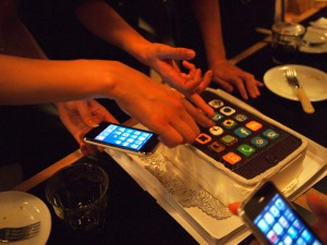 本物のiPhoneと見比べる