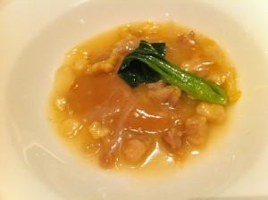 """""""香鶏""""100%でじっくり煮込んだ気仙沼産フカヒレの姿煮 〜クリーミーな濃厚ソースで〜"""