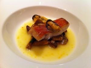金目鯛のポワレ ほんのりオレンジの味。すごい美味しい。もう一回食べたい。