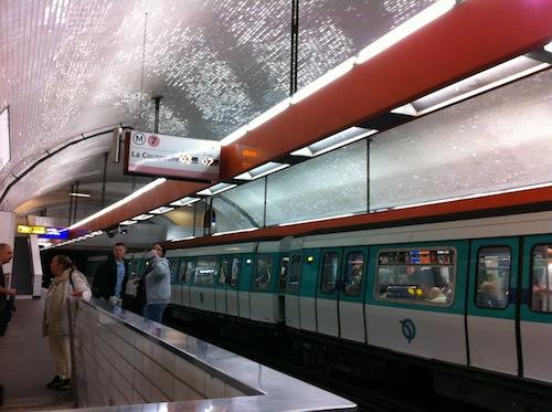 パリの地下鉄の車両
