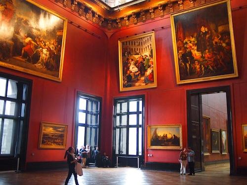 ルーブル美術館の中の赤い部屋