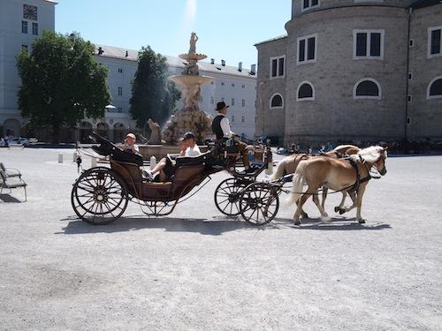ザルツブルクを走る観光馬車