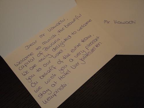 ゲストへのお手紙。サインだけじゃなく全部が手書きです。