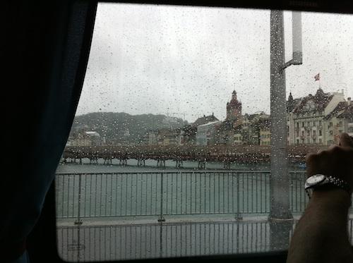 バス内からだし雨だしよく見えないけど多分Kapell-brucke