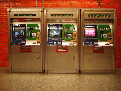 ニューヨークの地下鉄の券売機はこんな風