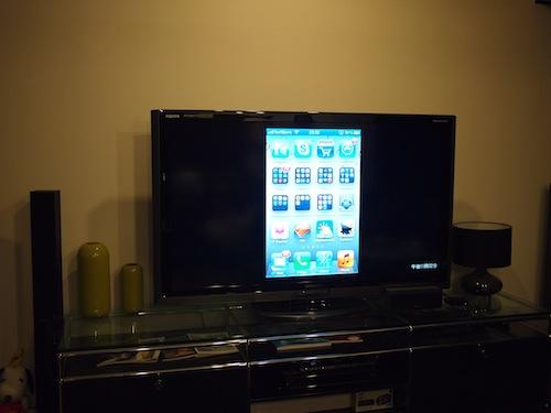 iPhoneの画面がTVにミラーリングされてる状態