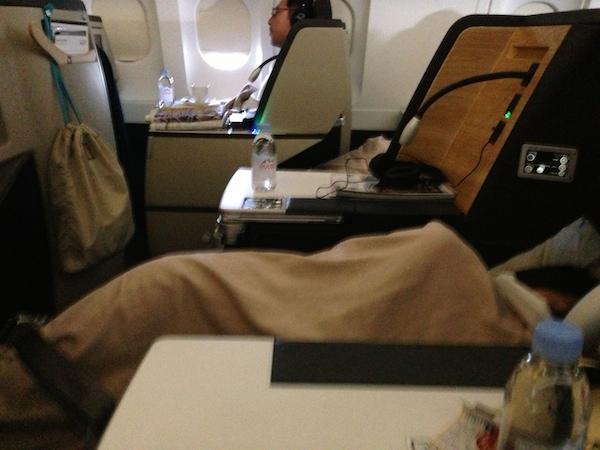 スイス航空ビジネスクラスのフルフラットシート