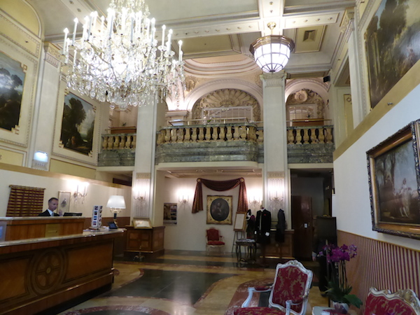 Hotel Imperial Vienna, entrance